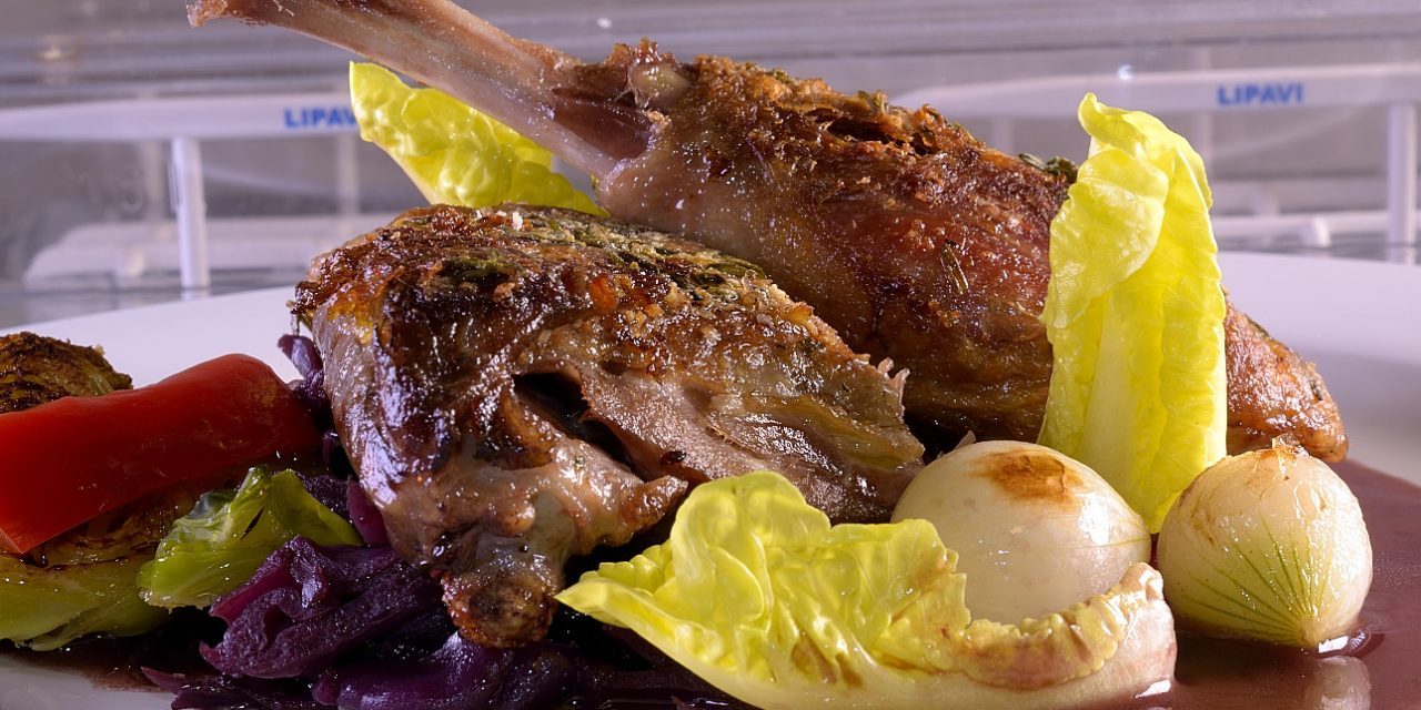 Sous Vide: Duck leg confit with port wine cabbage