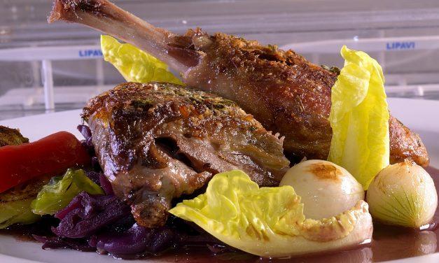 Sous Vide: Duck leg confit with port wine cabbage